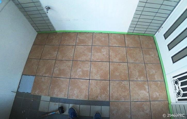 DIYで玄関ポーチの床を南欧風タイルに貼り換え!
